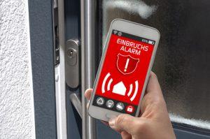 Smartphone mit smart home smarthome Einbruchsmeldung Handy-App